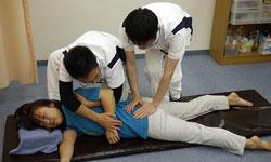 腰痛、ぎっくり腰キネシオテーピング療法大田区蒲田たか整骨院